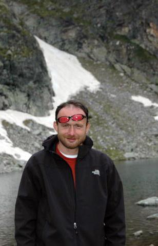 """авторът на  """"Розовите очила на душата: как да пробудим вътрешната си сила""""   Любомир Розенщайн"""