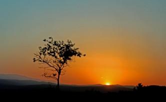 И слънцето се ражда в тъмнината: когато в нас заспали са слънцата...