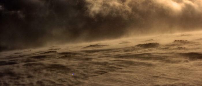 Някой ден  ще остане само тъгата. Всичко друго ще отвее вятърът... А после ще отвее и тъгата.